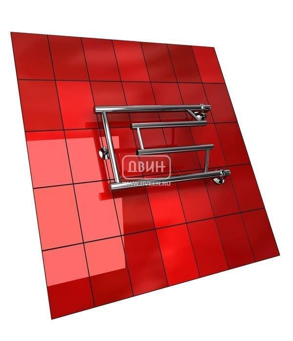 Водяной полотенцесушитель Двин C primo (1) 32/70Фокстроты<br>Высокая степень надежности полотенцесушителя Двин C primo (1) 32/70 обусловлена качественным материалом и тщательно продуманным процессом изготовления. Прибор производится из стальной трубы, стенка которой имеет достаточно большую толщину. Конструкция выполняется таким образом, что исключается возможность образования протечек.<br>Выберите свой цвет полотенцесушителя:<br>&amp;nbsp;<br>Цена указана за полотенцесушители без цветного покрытия. Для определения стоимости прибора в цвете обратитесь к менеджеру.<br>Обратите внимание! Полотенцесушитель в цвете поставляется под заказ. Срок выполнения заказа 10 дней.<br>Особенности и преимущества водяных полотенцесушителей Двин серии C primo<br><br>Полотенцесушители отечественного производства.<br>Пищевая нержавеющая сталь марки AISI 304.<br>Толщина стенки коллектора полотенцесушителя 2 мм.<br>Рабочее давление 8 атмосфер (24,5 атм. макс).<br>Давление при испытании 40 атмосфер.<br>Максимально возможная температура воды 110 С.<br>Тепловая мощность, в зависимости от типоразмера полотенцесушителя, составляет до 270 Q-Вт.<br>Универсальное подключение: справа и слева.<br>Срок службы более 10 лет.<br><br>Комплектация:<br><br>Полотенцесушитель<br>Упаковка (картонная коробка, полиэтиленовый пакет)<br>Гарантийный талон<br>Паспорт на изделие<br><br>Обратите внимание! Фитинги не входят в комплект поставки! Цену на соединительные элементы уточняйте у менеджера. <br>Серия &amp;laquo;C primo&amp;raquo; &amp;ndash; одна из самых популярных в ассортименте полотенцесушителей Двин. Агрегаты производятся с учетом самых последних тенденций. К полотенцесушителям осуществляется подвод горячей воды из контура централизованного ГВС. Таким образом, приборы не потребляют энергию, однако качественно просушивают вещи и отлично справляются с задачей дополнительного обогрева ванных комнат.&amp;nbsp;<br><br>Страна: Россия<br>Производитель: Россия<br>Тип: Водяной<br>Форма: Фокстрот<br>Цвет: Мульти<b