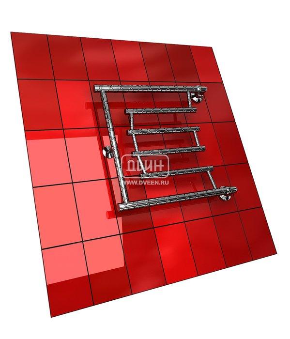 Водяной полотенцесушитель Двин D TWIST (1) 50/70Фокстроты<br>Двин D TWIST (1) 50/67&amp;nbsp;&amp;ndash; это современный водяной полотенцесушитель формы &amp;laquo;фокстрот&amp;raquo;, оригинальность конструкции которого понравится даже самым притязательным покупателям. Поверхность стальных труб выполнена с интересной фактурой, которая придает облику изделия еще больше привлекательности. Подвод воды к прибору осуществляется сбоку, причем с любой стороны: и слева, и справа.<br>Выберите свой цвет полотенцесушителя:<br>&amp;nbsp;<br>Цена указана за полотенцесушители без цветного покрытия. Для определения стоимости прибора в цвете обратитесь к менеджеру.<br>Обратите внимание! Товар поставляется под заказ. Срок выполнения заказа 10 дней.<br>Особенности и преимущества электрических полотенцесушителей Двин серии D TWIST:<br><br>Полотенцесушители отечественного производства.<br>Пищевая нержавеющая сталь марки AISI 304.<br>Толщина стенки коллектора полотенцесушителя 2 мм.<br>Рабочее давление 8 атмосфер (24,5 атм. макс).<br>Давление при испытании 40 атмосфер.<br>Максимально возможная температура воды 110 С.<br>Тепловая мощность, в зависимости от типоразмера полотенцесушителя, составляет от 130 до 360 Q-Вт.<br>Универсальное подключение: справа и слева.<br>Срок службы более 10 лет.<br><br>Комплектация:<br><br>Полотенцесушитель<br>Упаковка (картонная коробка, полиэтиленовый пакет)<br>Гарантийный талон<br>Паспорт на изделие<br><br>Обратите внимание! Фитинги не входят в комплект поставки! Цену на соединительные элементы уточняйте у менеджера. <br>Отечественный бренд Двин &amp;ndash; это известный по всей России производитель полотенцесушителей, которые пользуются особенной популярностью у покупателей благодаря сочетанию прекрасного качества, отличных технических показателей и демократичной цены. В этом сезоне компания представила несколько новинок в своем ассортименте, среди которых серия фокстрот-полотенцесушителей D TWIST с подводом горячей воды. Экономичные, надежные, долговечн
