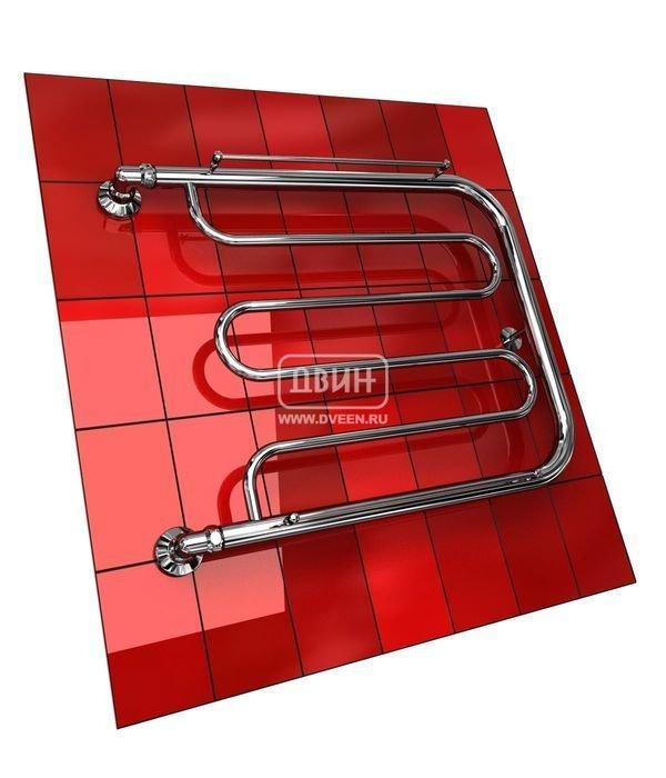 Водяной полотенцесушитель Двин D с полочкой (1) 60/80Фокстроты<br>Конструкция полотенцесушителя Двин D с полочкой (1) 60/80 предусматривает наличие нескольких перекладин для просушки полотенец и другого белья, а также две полочки, на которых будет удобно располагать обувь и головные уборы. Это одна из наиболее популярных моделей среди ассортимента полотенцесушителей Двин, что вполне объясняется ее практичность и функциональностью.<br>Выберите свой цвет полотенцесушителя:<br> <br>Цена указана за полотенцесушители без цветного покрытия. Для определения стоимости прибора в цвете обратитесь к менеджеру.<br>Обратите внимание! Полотенцесушитель в цвете  поставляется под заказ. Срок выполнения заказа 10 дней.<br>Особенности и преимущества водяных полотенцесушителей Двин серии D с полочкой<br><br>Полотенцесушители отечественного производства.<br>Пищевая нержавеющая сталь марки AISI 304.<br>Толщина стенки коллектора полотенцесушителя 2 мм.<br>Рабочее давление 8 атмосфер (24,5 атм. макс).<br>Давление при испытании 40 атмосфер.<br>Максимально возможная температура воды 110 С.<br>Тепловая мощность, в зависимости от типоразмера полотенцесушителя, составляет от 130 до 360 Q-Вт.<br>Универсальное подключение: справа и слева.<br>Срок службы более 10 лет.<br><br>Комплектация:<br><br>Полотенцесушитель<br>Упаковка (картонная коробка, полиэтиленовый пакет)<br>Гарантийный талон<br>Паспорт на изделие<br><br>Обратите внимание! Фитинги не входят в комплект поставки! Цену на соединительные элементы уточняйте у менеджера.<br>Компания Двин представляет еще одну серию удобных полотенцесушителей с подводом горячей воды  D с полочкой . Одно из неоспоримых преимуществ таких агрегатов   это универсальность подключения. Пользователь может присоединить контур ГВС к прибору и с левой стороны, и с правой, что значительно упрощает процесс монтажа. Стоит отметить. Что данное оборудование прошло тщательное предпродажное тестирование и сертифицировано надлежащим образом. <br><br>Страна: Россия<br>Производи