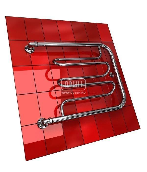Водяной полотенцесушитель Двин Dw без полочки (1) 60/50Фокстроты<br>Несколько оригинальная форма полотенцесушителя Двин Dw без полочки (1) 60/50, у которого перекладины выдвинуты относительно осей, значительно увеличивает удобство его использования. Стоит отметить, что поверхность полотенцесушителя не нагревается до очень высоких температур, поэтому вероятность получения ожога исключена. Однако и с задачей просушки вещей, и с задачей дополнительного обогрева прибор справляется весьма успешно.<br>Выберите свой цвет полотенцесушителя:<br> <br>Цена указана за полотенцесушители без цветного покрытия. Для определения стоимости прибора в цвете обратитесь к менеджеру.<br>Обратите внимание! Полотенцесушитель поставляется под заказ. Срок выполнения заказа 10 дней.<br>Особенности и преимущества водяных полотенцесушителей Двин серии Dw без полочки<br><br>Полотенцесушители отечественного производства.<br>Пищевая нержавеющая сталь марки AISI 304.<br>Толщина стенки коллектора полотенцесушителя 2 мм.<br>Рабочее давление 8 атмосфер (24,5 атм. макс).<br>Давление при испытании 40 атмосфер.<br>Максимально возможная температура воды 110 С.<br>Тепловая мощность, в зависимости от типоразмера полотенцесушителя, составляет от 130 до 360 Q-Вт.<br>Универсальное подключение: справа и слева.<br>Срок службы более 10 лет.<br><br>Комплектация:<br><br>Полотенцесушитель<br>Упаковка (картонная коробка, полиэтиленовый пакет)<br>Гарантийный талон<br>Паспорт на изделие<br><br>Обратите внимание! Фитинги не входят в комплект поставки! Цену на соединительные элементы уточняйте у менеджера. <br>Семейство полотенцесушителей с подводом горячей воды  Dw без полочки  от компании Двин представлено серийно различными типоразмерами. Для изготовления этих приборов производитель использует стальную трубу, толщина стенки которой достигает двух миллиметров. Также применяются современные наработки для производства полотенцесушителей, что обеспечивает их надежность. Конструкция агрегатов герметична, защищена от протече