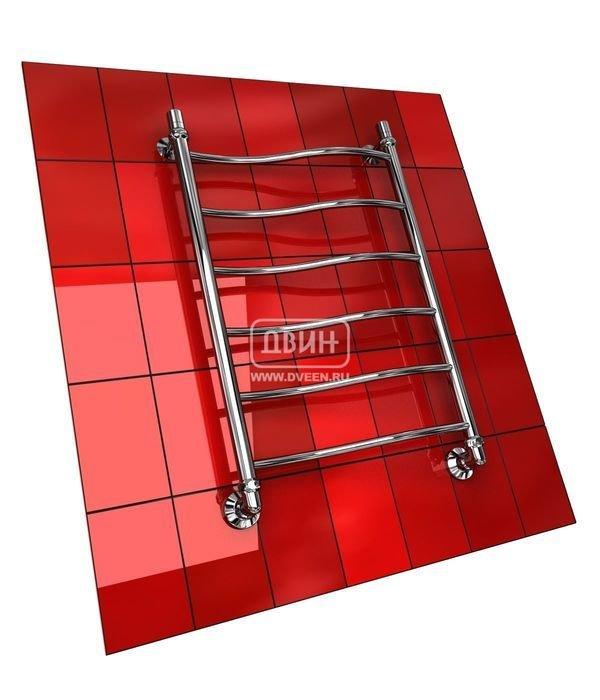 Водяной полотенцесушитель Двин I  (1 - 1/2) 60/50Лесенка<br>Двин I&amp;nbsp; (1 - 1/2) 60/50&amp;nbsp;представляет собой стальной полотенцесушитель, к которому необходимо подвести горячую воду. Как правило, такие приборы присоединяют к контуру централизованного ГВС, что позволяет не затрачивать дополнительную энергию. Установка агрегата характеризуется простотой. Комплект поставки предусматривает не только соединительные элементы. Но и эксцентрики, позволяющие скорректировать выведенные для подключения полотенцесушителя трубы.<br>Особенности и преимущества водяных полотенцесушителей Двин серии I<br><br>Полотенцесушитель оборудован клапаном Маевского (находится под декоративным колпачком), что позволяет без труда удалить образовавшуюся воздушную пробку<br>Количество перекладин зависит от высоты полотенцесушителя<br>Материал:&amp;nbsp; Пищевая нерж. сталь марки AISI304<br>Толщина стенки коллектора:&amp;nbsp; 2,0 мм<br>Рабочее давление:&amp;nbsp; 8 атм (24,5 атм max)<br>Давление при испытании:&amp;nbsp; 40 атм<br>Максимально возможная температура воды 110 С<br>Маркировка:&amp;nbsp; Фирменная голограмма и лазерная гравировка номера партии<br>Тепловая мощность, в зависимости от типоразмера полотенцесушителя, составляет до 630 Q-Вт<br>Срок службы:&amp;nbsp; Более 10 лет<br><br>Комплектация:<br><br>полотенцесушитель<br>упаковка (картонная коробка, полиэтиленовый пакет)<br>гарантийный талон<br>паспорт на изделие<br>фитинги:<br><br><br>клапан Маевского &amp;ndash; 2шт.,<br>декоративный колпачек &amp;ndash; 2шт,<br>крепеж телескопический &amp;ndash; 1 шт,<br>уголок гайка/гайка 1/ &amp;frac34; ,<br>отражатель глубокий &amp;frac34; ,<br>эксцентрик &amp;frac34; / &amp;frac12;.<br><br>Выберите свой цвет полотенцесушителя:<br>&amp;nbsp;<br>При заказе в цвете вся фурнитура и краны тоже будут окрашены в цвет.<br>Цена указана за полотенцесушители без цветного покрытия. Для определения стоимости прибора в цвете обратитесь к менеджеру.<br>Обратите внимание! Товар поставляется под заказ