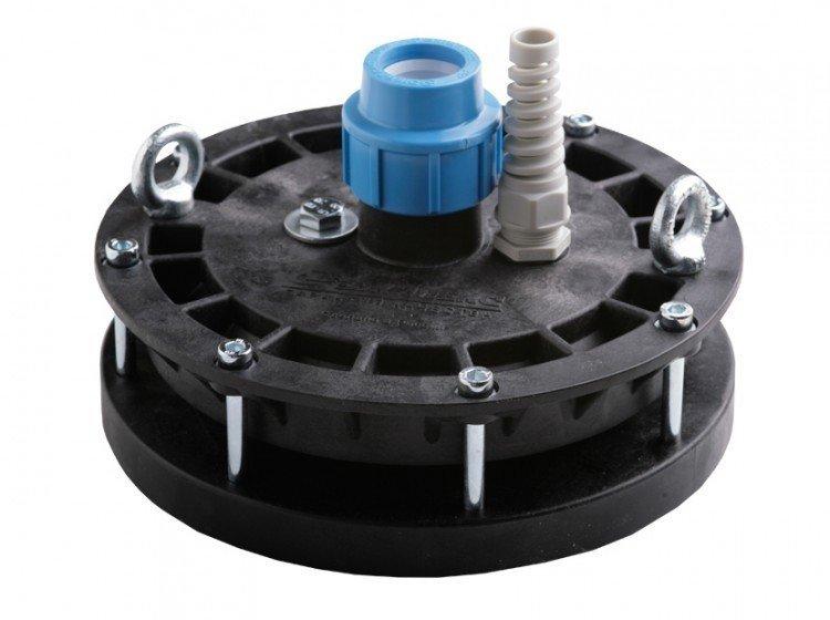 Аксессуары для насосов Джилекс ОС 90-110/32 ПОголовки для скважин<br>ОС 90-110/32 П   оборудование для скважин, которое надежно защитит скважину с погружным насосом. Данный узел выпускается компанией Джилекс, и представляет собой небольшое устройство облегчающее эксплуатацию скважины.<br>Особенности оборудования для скважин серии ОС 90-110/32 П:<br><br>Крышка оголовка изготавливается из пластика;<br>Максимальный вес подвешиваемого груза 200 кг;<br>Предназначен для скважин с диаметром обсадной трубы от 107 мм;<br>Оголовок выполняет защитную функцию   предотвращает от попадания грунтовых вод в скважину и снижает вероятность кражи оборудования;<br>Наличие оголовка увеличивает надежность подвешивания насоса;<br>Наличие рым-болтов позволяет погружать насосное оборудование с помощью грузоподъемных механизмов;<br>Установка оголовка позволяет повысить дебит песчаных скважин;<br>Монтаж оголовка не предусматривает сварочные работы.<br><br>