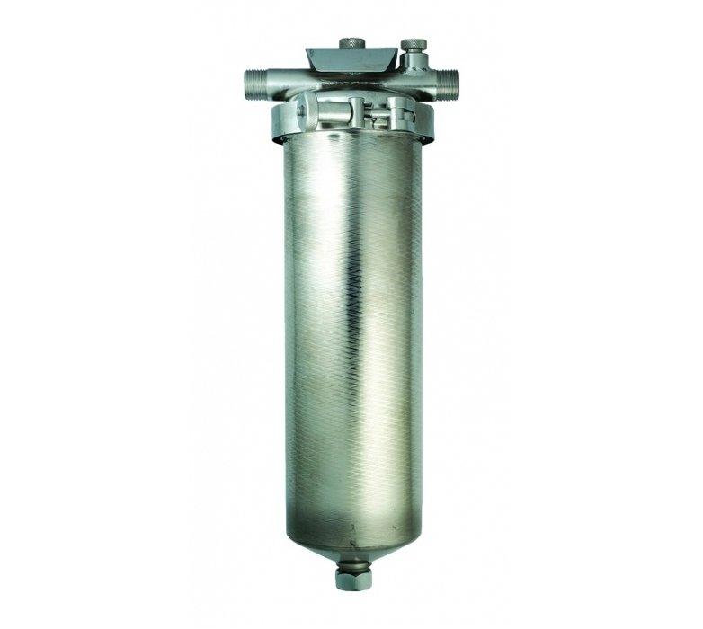 Фильтр для воды Гейзер 1ЛМагистральные<br>Фильтр Гейзер 1Л предназначен для проведения очистки как холодной, так и горячей воды от вредных примесей, песка, ржавчинный и других нерастворимых элементов, а также способен устранять мутность и запахи воды и восстанавливать цвет. Универсальный магистральный фильтр Гейзер 1Л устанавливается в любую водопроводную систему преимущественно на дачах, в домах, небольших офисах и квартирах. Фильтр выполнен из нержавеющей стали и оснащен современным фильтрующим элементом (картриджем), который уверенно отвечает всем установленным на данный момент международным стандартам качества.<br>Торговая марка Гейзер располагает широким ассортиментом фильтров для воды, встраиваемых в магистраль. На страницах нашего онлайн-каталога посетители смогут найти решения как для холодной, так и горячей воды, для глубокой или механической очистки, умягчающие и неизменно высокоэффективные, производительные, удобные, современные и долговечные. Кроме того, торговая марка Гейзер в своей продукции смогла сочетать все эти преимущества с весьма демократичной ценой, что делает их магистральные фильтры конкурентоспособными и невероятно популярными на российском рынке.<br><br>Страна: Россия<br>Колво степеней очистки: 1<br>Фильтрация, л/м.: 15,0<br>Емкость, л: None<br>Раб. давление, атм: None<br>Раб. температура, С: +4...+95<br>Умягчение: None<br>Минерализатор: None<br>Очистка от хлора: None<br>Очистка от тяжелых металлов: None<br>Очистка от ржавчины: Есть<br>Очистка от пестицидов: None<br>Очистка от фенола: None<br>Габариты, мм: 350x140x140<br>Вес, кг: 3<br>Гарантия: 1 год<br>Ширина мм: 140<br>Высота мм: 350<br>Глубина мм: 140