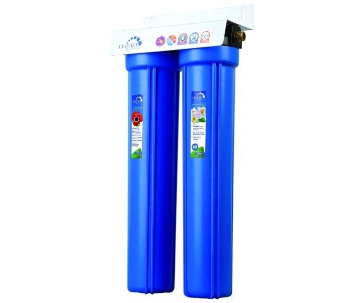 Фильтр для воды Гейзер 2И20Магистральные<br>Высокопроизводительный магистральный водоочиститель Гейзер 2И20 способен производить комбинированную фильтрации. холодной воды (до 40 градусов) в больших объемах. Изделие отличается удобством и простотой монтажа, комфортом эксплуатации, а также весьма долгим сроком безукоризненной службы. Двухступенчатая система очистки включает в себя уникальный картридж Арагон Ж, производящий очистку от избытков железа и солей жесткости, а также тяжелых металлов, болезнетворных микроорганизмов. Более того, посредством  картриджа с активированным углем система производит фильтрацию от свободного хлора, улучшает вкус воды.<br>Торговая марка Гейзер располагает широким ассортиментом фильтров для воды, встраиваемых в магистраль. На страницах нашего онлайн-каталога посетители смогут найти решения как для холодной, так и горячей воды, для глубокой или механической очистки, умягчающие и неизменно высокоэффективные, производительные, удобные, современные и долговечные. Кроме того, торговая марка Гейзер в своей продукции смогла сочетать все эти преимущества с весьма демократичной ценой, что делает их магистральные фильтры конкурентоспособными и невероятно популярными на российском рынке.<br><br>Страна: Россия<br>Колво степеней очистки: 2<br>Фильтрация, л/м.: 10,0<br>Емкость, л: None<br>Раб. давление, атм: 5<br>Раб. температура, С: +4...+40<br>Умягчение: None<br>Минерализатор: None<br>Очистка от хлора: Есть<br>Очистка от тяжелых металлов: Есть<br>Очистка от ржавчины: Есть<br>Очистка от пестицидов: Есть<br>Очистка от фенола: None<br>Габариты, мм: 185x615x185<br>Вес, кг: 6<br>Гарантия: 1 год<br>Ширина мм: 615<br>Высота мм: 185<br>Глубина мм: 185