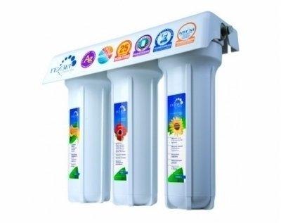 Фильтр для воды Гейзер 3ИВЖ люкс, кран 6Под мойку<br>Фильтр Гейзер 3ИВЖ люкс, кран 6 предназначен для качественной очистки воды. Одно из главных достоинств фильтра представленной модели это сохранение природного минерального состава воды. Он имеет 3 ступени очистки: это картридж из материала Арагон, картридж для смягчения воды, а также угольный картридж с бактериостатической серебряной добавкой. Такой комплексный подход обеспечит не только предварительную, но и тонкую очистку воды, ее обеззараживание, улучшение вкуса и цвета.<br>В комплекте с картриджами для очистки поставляется специальный удобный кран для чистой воды в исполнении 6, предназначенный для размещения на мойке.<br>Компания Гейзер в своих системах очистки воды использует уникальные технологии, которые позволяют добиться весьма впечатляющих результатов. Фильтрующие материалы от этого бренда были протестированы такими авторитетными организациями, как Исследовательский Университет в городе Феррары, знаменитая компания из США Ahlstrom Filtration, а также Российская академия медицинских наук и др. Фильтры Гейзер соответствуют американским стандартам 42, 53, 61 NSF и европейскому стандарту EN14476:2007. &amp;nbsp;<br>Ресурс сменных картриджей:<br><br><br><br><br>Картридж РР 5 - 10SL<br><br><br>до 6000 л<br><br><br><br><br>Арагон 2<br><br><br>7000 л<br><br><br><br><br>Картридж СВС 0,6 - 10SL<br><br><br>до 7000 л<br><br><br><br><br>&amp;nbsp;<br><br>Страна: Россия<br>Колво степеней очистки: 3<br>Фильтрация, л/м.: 3,0<br>Емкость, л: None<br>Минерализатор: None<br>Умягчение: Есть<br>Очистка от хлора: Есть<br>Очистка от тяжелых металлов: Есть<br>Очистка от ржавчины: Есть<br>Очистка от пестицидов: Есть<br>Очистка от фенола: None<br>Габариты, мм: 310x400x140<br>Вес, кг: 5<br>Гарантия: 3 года<br>Ширина мм: 400<br>Высота мм: 310<br>Глубина мм: 140