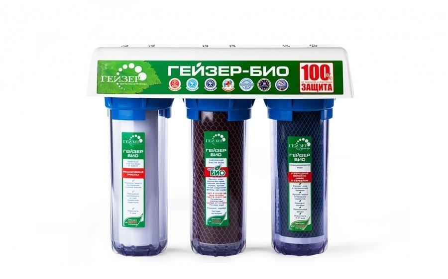 Фильтр для воды Гейзер Био 322Под мойку<br>Магистральный фильтр под мойку модели Био 322 от компании Гейзер предназначен для эффективного очищения холодный жестко воды. Трехэтапная система очистки полностью удалит все загрязнения, такие как нерастворимые взвешенные частицы, различные болезнетворные микроорганизмы, органические соединения, а также свободный хлор. Более того, в один из картриджей интегрировано серебро, которое полностью обеззараживает очищаемую воду. С таким фильтром вы всегда будете обеспечены вкусной и полезной водой.<br>Компания Гейзер в своих передовых системах очистки воды использует поистине уникальные и инновационные технологии, которые позволяют добиться весьма впечатляющих результатов. Фильтрующие материалы от этого бренда были протестированы такими авторитетными организациями, как Исследовательский Университет в городе Феррары, знаменитая компания из США Ahlstrom Filtration, а также Российская академия медицинских наук и др. Фильтры Гейзер соответствуют американским стандартам 42, 53, 61 NSF и европейскому стандарту EN14476:2007. <br>Ресурс сменных картриджей:<br><br><br><br><br>РР 5 - 10SL<br><br><br>до 6000 л<br><br><br><br><br>Арагон-Ж БИО<br><br><br>7000 л<br><br><br><br><br>ММВ - 10SL<br><br><br>до 10000 л<br><br><br><br><br> <br><br>Страна: Россия<br>Колво степеней очистки: 3<br>Фильтрация, л/м.: 3,0<br>Емкость, л: None<br>Минерализатор: None<br>Умягчение: Есть<br>Очистка от хлора: Есть<br>Очистка от тяжелых металлов: Есть<br>Очистка от ржавчины: Есть<br>Очистка от пестицидов: Есть<br>Очистка от фенола: Есть<br>Габариты, мм: 380x310x140<br>Вес, кг: 7<br>Гарантия: 3 года<br>Ширина мм: 310<br>Высота мм: 380<br>Глубина мм: 140