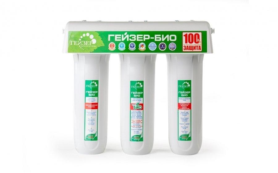 Фильтр для воды Гейзер Био 331Под мойку<br>Проточный фильтр для установки под мойку Био 331, разработанный компанией Гейзер, предназначен для очистки воды большой жесткости. Фильтр включает в себя 3 сменных картриджа: первый - это уникальный материал Арагон (собственная разработка компании Гейзер), который содержит специальную добавку, дающую тройную гарантию защиты от вирусов и бактерий. Второй картридж  - БС, который эффективно удаляет из воды излишки соли жесткости. Третий фильтрующий модуль удаляет свободный хлор, пестициды, нефтепродукты, он улучшает вкус, запах и цвет воды. Комплект поставки предусматривает белый пластиковый корпус, в который помещены картриджи, а также специальные краны для очищения воды.<br>Компания Гейзер в своих передовых системах очистки воды использует поистине уникальные и инновационные технологии, которые позволяют добиться весьма впечатляющих результатов. Фильтрующие материалы от этого бренда были протестированы такими авторитетными организациями, как Исследовательский Университет в городе Феррары, знаменитая компания из США Ahlstrom Filtration, а также Российская академия медицинских наук и др. Фильтры Гейзер соответствуют американским стандартам 42, 53, 61 NSF и европейскому стандарту EN14476:2007.  <br>Ресурс сменных картриджей:<br><br><br><br><br>Арагон-Ж БИО<br><br><br>7000 л<br><br><br><br><br>БС - 10SL<br><br><br>4000 л<br><br><br><br><br>ММВ - 10SL<br><br><br>До 10000 л<br><br><br><br><br> <br><br>Страна: Россия<br>Колво степеней очистки: 3<br>Фильтрация, л/м.: 3,0<br>Емкость, л: None<br>Минерализатор: None<br>Умягчение: Есть<br>Очистка от хлора: Есть<br>Очистка от тяжелых металлов: Есть<br>Очистка от ржавчины: Есть<br>Очистка от пестицидов: Есть<br>Очистка от фенола: Есть<br>Габариты, мм: 380x310x140<br>Вес, кг: 7<br>Гарантия: 3 года<br>Ширина мм: 310<br>Высота мм: 380<br>Глубина мм: 140