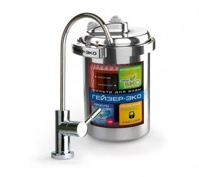 Фильтр для воды Гейзер ЭкоПод мойку<br>Гейзер Эко &amp;ndash; это передовой производительный фильтр для воды от известного российского бренда Разработана эта модуль была специально для регионов, где вода имеет низкий или же&amp;nbsp; средний уровень минерализации. Представленный аксессуар для водоочистки состоит из одного модуля -&amp;nbsp; Арагон 3 Эко. Данный картридж - композиционный и, в свою очередь, состоит он из фильтра предварительной очистки, уникального, запатентованного компанией Гейзер, материала Арагон и гранулированного кокосового угля высокого качества. Благодаря этому Гейзер Эко прекрасно задерживает железо, различные взвешенные частицы, свободный хлор, алюминий, нефтепродукты и пестициды. Кроме того, представленный фильтр способствует нормализации жесткости воды.<br>Корпус изделия выполнен из прочной нержавеющей стали отличного качества. За счет хомутового соединения замена картриджа не станет проблемой. Самоиндикация проинформирует о том, что пришло время сменить фильтрующий материал. Ресурс картриджа составляет около 12000 литров.<br>Компания Гейзер в своих передовых системах очистки воды использует поистине уникальные и инновационные технологии, которые позволяют добиться весьма впечатляющих результатов. Фильтрующие материалы от этого бренда были протестированы такими авторитетными организациями, как Исследовательский Университет в городе Феррары, знаменитая компания из США - холдинг Ahlstrom Filtration, и, конечно же, Российская академия медицинских наук и др. Фильтры Гейзер соответствуют американским стандартам (42, 53, 61 NSF), а также принятому во всем мире европейскому стандарту EN14476:2007.<br><br>Страна: Россия<br>Колво степеней очистки: 3<br>Фильтрация, л/м.: 3,6<br>Емкость, л: None<br>Минерализатор: None<br>Умягчение: Есть<br>Очистка от хлора: Есть<br>Очистка от тяжелых металлов: Есть<br>Очистка от ржавчины: Есть<br>Очистка от пестицидов: Есть<br>Очистка от фенола: Есть<br>Габариты, мм: 171x225x171<br>Вес, кг: 4<br>Гарантия: 3 года<br>Ш