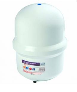 Фильтр для воды Гейзер накопительный бак 38л (10gal)Аксессуары<br>Накопительная емкость 38л (10gal) для фильтрующих обратноосмотических систем &amp;ndash; это не просто бак, в котором хранится очищенная вода. Внутри бака установлена специальная резиновая диафрагма, которая разделяет все пространство на две части. изолированные друг от друга. Между диафрагмой и&amp;nbsp; стенкой бака создается избыточное давление, уменьшающееся по мере заполнения емкости. Как только емкость будет заполнена, давление понизится и процесс очищения воды остановится.<br>Долгие годы компания Гейзер &amp;ndash; одна из самых известных отечественных торговых марок на российском рынке систем водоочистки &amp;ndash; занимается проектированием и реализацией фильтров. Ассортимент их продукции включает самые разнообразные решения, предназначенные устранить любую проблему в сфере водоочистки. Помимо самих фильтров компания также разработала и постоянно расширяет линейку аксессуаров, которые сделают использование водообрабатывающих систем максимально удобным.<br><br>Страна: Россия<br>Удаление ржавчины: None<br>Удаление хлора: None<br>Удаление сероводорода: None<br>Удаление пестицидов: None<br>Удаление тяжелых металлов: None<br>Удаление фенола: None<br>Удаление железа: None<br>Минерализация: None<br>Умягчение: None<br>Ресурс, л: None<br>Вес, кг: 1<br>Гарантия: 15 месяцев