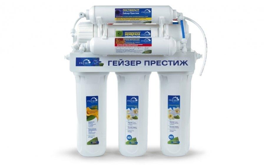 Фильтр для воды Гейзер Престиж-MПод мойку<br>Наш интернет-магазин представляет вниманию покупателей высокоэффективный современный фильтр для очистки воды Престиж-M, разработанный компанией Гейзер. Система водоочистки включает в себя мембрану обратного осмоса, трехэтапную предварительную фильтрацию, а также кран для очищенной воды № 7. Представленная модель сможет максимально очистить воду, а также насытить природными минералами благодаря специальному минерализатору &amp;laquo;Вита&amp;raquo;. Такая система просто не имеет равных, она удаляет практически все известные загрязнения.<br>На сегодняшний день обратноосмотическая система фильтрации самая популярная и самая эффективная в мире.&amp;nbsp; Компания Гейзер, шагая в ногу со временем и заботясь о своих клиентах, тоже разработала свою полупроницаемую мембрану, которая пропускает исключительно воду, задерживая все примеси. Еще одно преимущество &amp;ndash; большой ресурс работы, который в 10 (!) раз превышает ресурс обычного фильтрующего картриджа. Обратноосмотические системы Гейзер &amp;ndash; это большая эффективность в сочетании с меньшими затратами.<br>В стандартную комплектацию поставки входят:<br><br>Корпуса с фильтрующими элементами в сборе на каркасе<br>Вентиль накопительного бака<br>Накопительный бак 12 литров<br>Кран для чистой воды №7<br>Ограничитель дренажного потока<br>Обратный клапан<br>Автопереключатель воды<br>Дренажный хомут<br>Тройник (адаптер) с краном подачи воды<br>Трубка JG 1/4<br><br><br>Страна: Россия<br>Колво степеней очистки: 4<br>Фильтрация, л/м.: 0,13<br>Емкость, л: 12<br>Минерализатор: Есть<br>Умягчение: Есть<br>Очистка от хлора: Есть<br>Очистка от тяжелых металлов: Есть<br>Очистка от ржавчины: Есть<br>Очистка от пестицидов: Есть<br>Очистка от фенола: Есть<br>Габариты, мм: 450х380х430<br>Вес, кг: 11<br>Гарантия: 3 года<br>Ширина мм: 380<br>Высота мм: 450<br>Глубина мм: 430