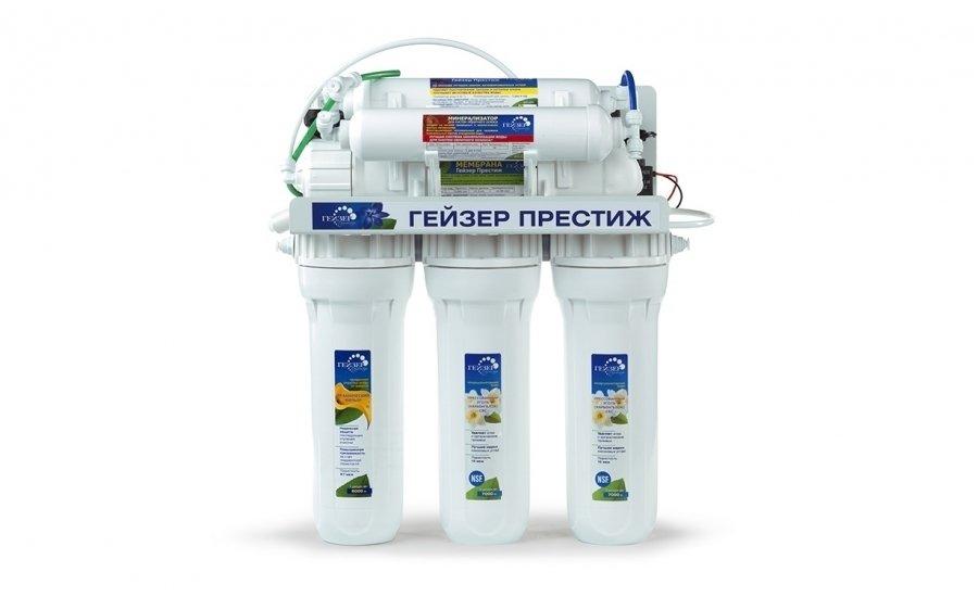 Фильтр для воды Гейзер Престиж-П-МПод мойку<br>Компания Гейзер предлагает вниманию покупателей фильтр Престиж-П-М, который разработан для максимальной очистки воды. С его помощью вы не только очистите воду, но и возвратите природный минеральный состав. Это достигается благодаря использованию специального минерализатора, который разработан компанией Гейзер из природных компонентов. Комплект поставки фильтра Престиж-П-М включают обратноосмотическую мембрану с увеличенным ресурсом работы, трехступенчатую систему предварительной очистки  двухклавишный кран для чистой воды № 7, а также помпу повышенного давления.<br>На сегодняшний день обратноосмотическая система фильтрации самая популярная и самая эффективная в мире.  Компания Гейзер, шагая в ногу со временем и заботясь о своих клиентах, тоже разработала свою полупроницаемую мембрану, которая пропускает исключительно воду, задерживая все примеси. Еще одно преимущество   большой ресурс работы, который в 10 (!) раз превышает ресурс обычного фильтрующего картриджа. Обратноосмотические системы Гейзер   это большая эффективность в сочетании с меньшими затратами.<br>В стандартную комплектацию поставки входят:<br><br>Корпуса с фильтрующими элементами в сборе на каркасе<br>Вентиль накопительного бака<br>Накопительный бак 12 литров<br>Кран для чистой воды № 7<br>Ограничитель дренажного потока<br>Обратный клапан<br>Реле высокого давления<br>Дренажный хомут<br>Тройник (адаптер) с краном подачи воды<br>Трубка JG 1/4<br>Реле низкого давления<br>Соленоидный клапан<br>Насос (помпа)<br><br><br>Страна: Россия<br>Колво степеней очистки: 4<br>Фильтрация, л/м.: 0,13<br>Емкость, л: 12<br>Минерализатор: Есть<br>Умягчение: Есть<br>Очистка от хлора: Есть<br>Очистка от тяжелых металлов: Есть<br>Очистка от ржавчины: Есть<br>Очистка от пестицидов: Есть<br>Очистка от фенола: Есть<br>Габариты, мм: 460х440х420<br>Вес, кг: 15<br>Гарантия: 3 года<br>Ширина мм: 440<br>Высота мм: 460<br>Глубина мм: 420