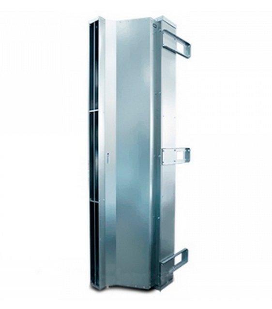 Электрическая тепловая завеса Тепломаш КЭВ-125П5051WВодяные<br>Для поддержания комфортных условий в помещении или сооружении определенного назначения, необходимо использовать специальное энергосберегающее климатическое оборудование. Там, где в атмосфере содержится капельная влага, можно использовать промышленную воздушную завесы  Тепломаш КЭВ-125П5051W, потому что данное устройство имеет высокий класс влагозащиты   IP54.<br>Особенности и преимущества воздушных завес Тропик серии IP54:<br><br>Монтаж завес: горизонтальный и вертикальный (при необходимости с обеих сторон проема).<br>Преимущества: благодаря равномерному воздушному потоку эффективно защищают проемы промышленных зданий. Завесы со степенью защиты оболочки IP54 допускается устанавливать для защиты проемов в помещениях с категорией взрывоопасности B-Iб и В-IIа при выполнении требований пункта 7.3.63 ПУЭ.<br>Комплектация: монтажные кронштейны.<br>Управление: подключение и управление завесами осуществляется через Блок коммутации и управления БКУ (опция) (без регулирования теплопроизводительности);<br>Термостат;<br>Три режима расхода воздуха (3 частоты вращения электродвигателя).<br><br>IP54   это семейство воздушных завес от компании Тепломаш, оболочка которая выполнена в соответствии с классом защиты IP54. Такое конструктивно решение дает возможность эксплуатировать агрегаты там, где будут бесполезны аналоги: в помещениях с повышенным уровнем влажности, где на завесы попадают брызги воды, а также во взрывоопасных помещениях категории В-Iб и В-IIа (в обязательном порядке соблюдая требования 7.3.63 ПУЭ). Компания-производитель предусмотрела варианты для любых входных групп, реализовав агрегаты с различной эффективной длиной струи, а также с нагревом   водяным или электрическим   и без него. Завесы Тепломаш в интернет-магазине mircli.ru имеют официальную гарантию и необходимые сертификаты соответствия.<br><br>Страна: Россия<br>Производитель: Россия<br>Тип: Водяная<br>Термостат в комплекте: Да<br>Расход воздуха, 
